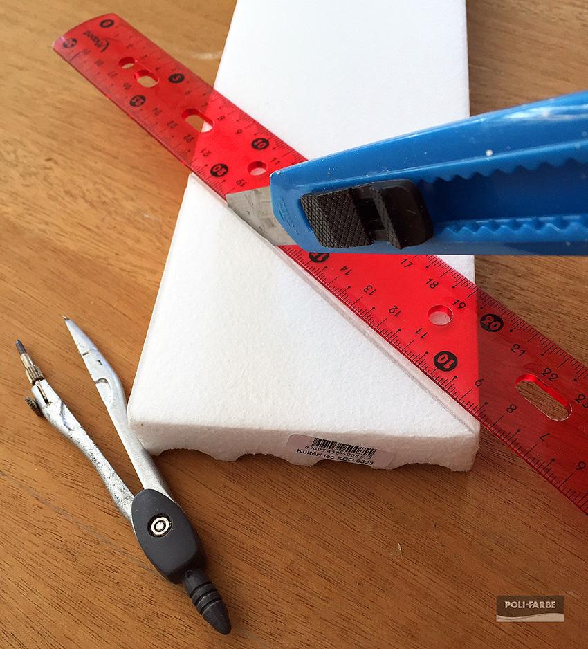 db96d62011 Először méretre vágtam az elemeket. A kerethez használt kétméteres  polisztirol lapot pontosan 45 fokos szögben vágtam szét és illesztettem a  tükörlap ...